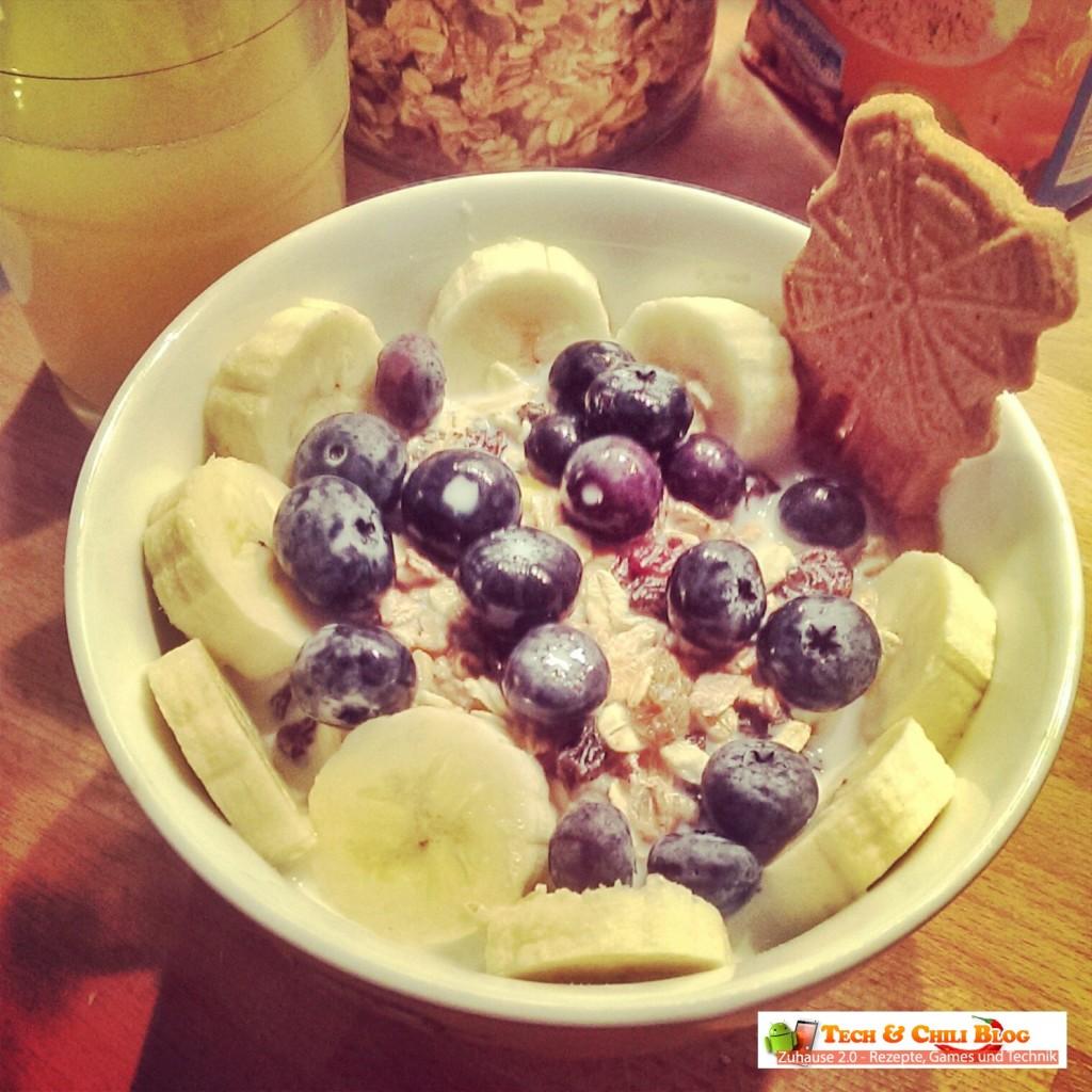 Frühstück-mit-Blaubeeren-Banane-Müsli