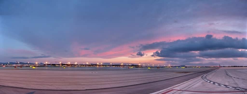 Sonnenuntergang Flughafen Bild: Nepomuk Karbacher / bilder.n3po.com