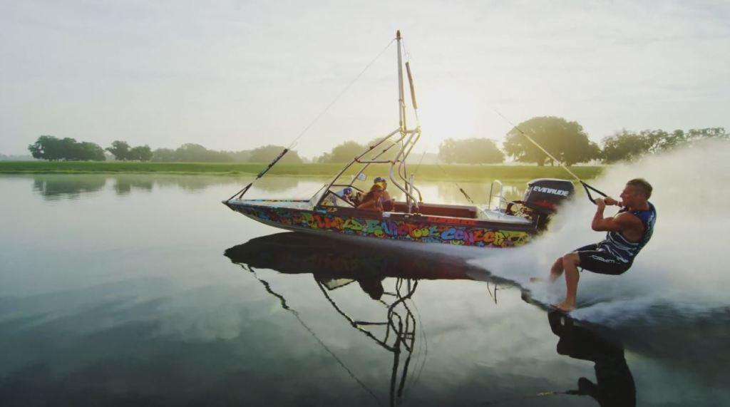 Barfuss-Wasserski-Fahren