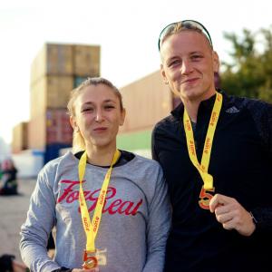 Daria & Marc freuen sich über die Medaille