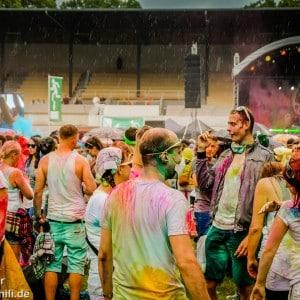 Holi Festival Berlin 2014 - Meute vor der Bühne