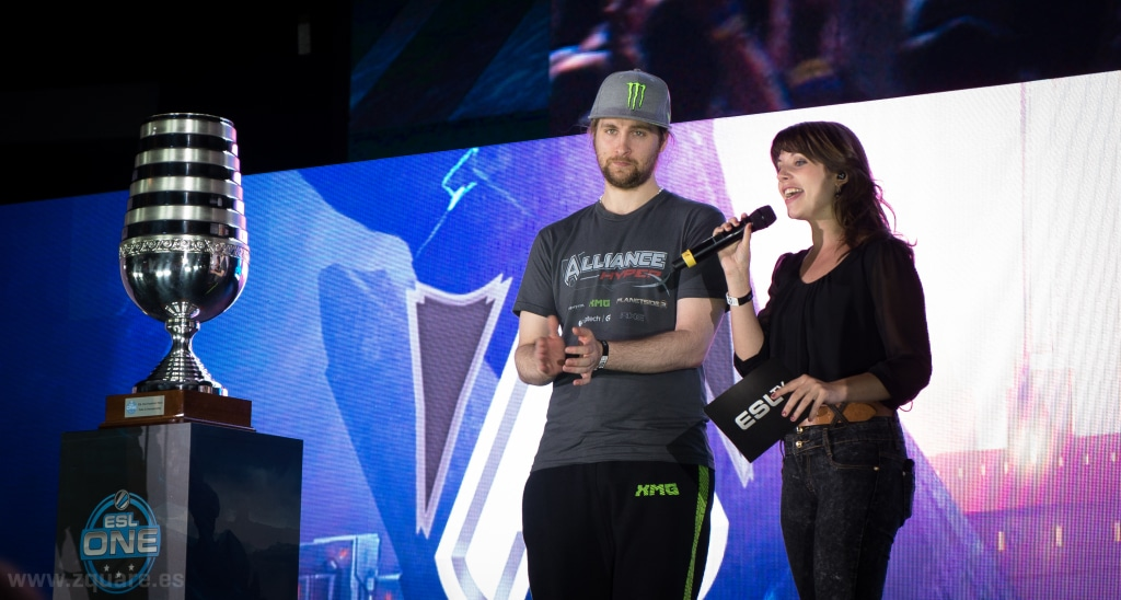 "Loda (Jonathan Berg) at ESL One Frankfurt 2014 (original)"" by artubr (CC BY 2.0)"